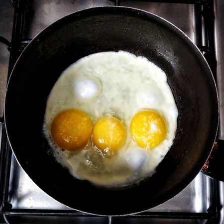Egg Eggs... Triplets Fried Egg Frying Pan Sunny Side Up Cast Iron English Breakfast Fried Food Stove Omelet Cooking Pan Dim Sum Pan Cooking Oil Prepared Food