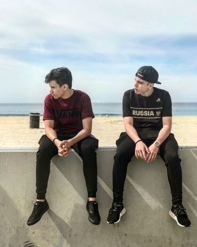 🌞🌊🤙🏻🤜🏻🤛🏻 Style Today's Hot Look Proud My Son Full Length Sky Two People Sitting Cloud - Sky Togetherness Casual Clothing Beach Sea Young Men Men Day Leisure Activity Outdoors Young Adult Horizon Over Water Adult People Water Nature