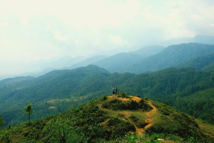 Vietnam Mountain Travel Destinations Two People Sky Porn Green Leaf Hiking Nature Fog Adventure Only Men Forest Landscape One Man Only Scenics People Plant Vacations One Person Beauty In Nature Adult Outdoors Adults Only Men Day Sommergefühle Mix Yourself A Good Time Been There. Connected By Travel Visual Creativity