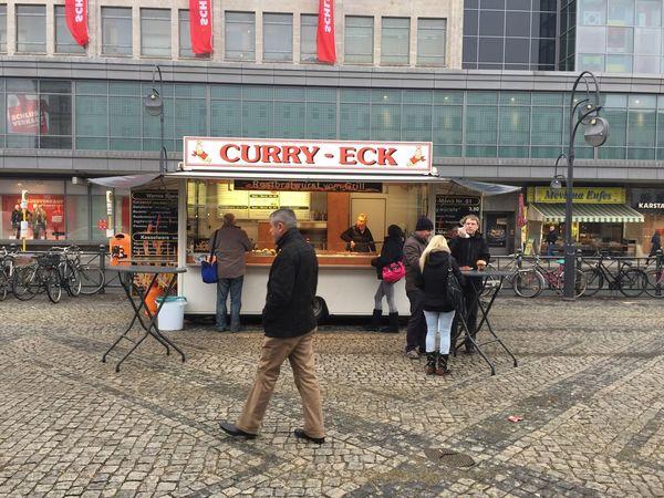Curry Currywurst Currysauce Currywurstpommes Curry Eck Neukoelln Hermannplatz Imbiss Imbisswagen Berlin Neukölln Berliner Ansichten