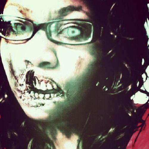 Zombies  Zombiescantakeselfiestoo Killyourselfie Walkingdead livingdead brainss