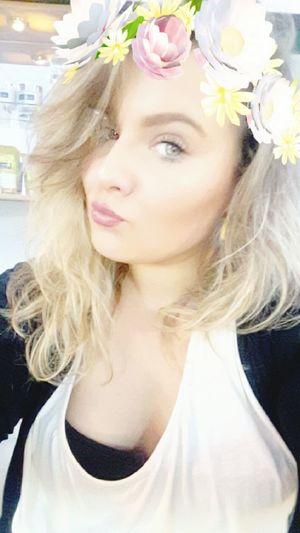 Young Women Me Myself And I Good Morning Work Curly Hair Natrual Hair Nyx Snapchat Flowers Looking At Camera Hi Its Me Nyxcosmetics FOTD Green Eyes Hello World ✌ Good Morning World! New