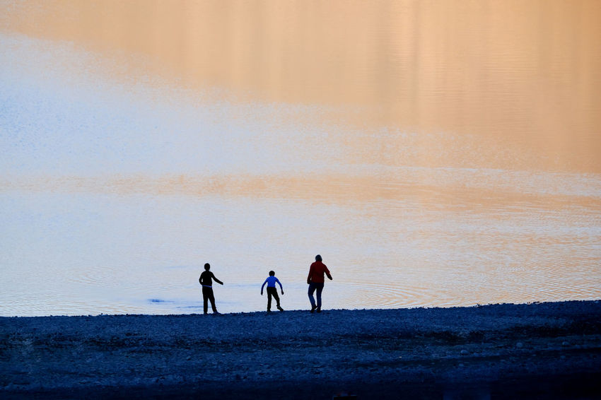 Real People Land Leisure Activity Lifestyles Beach Water Togetherness Group Of People Beauty In Nature Nature People Scenics - Nature Walking Lake Lakeside Silhouette Family Vacations Sunset Sunrise Golden Hour Minimal Landscape Copy Space