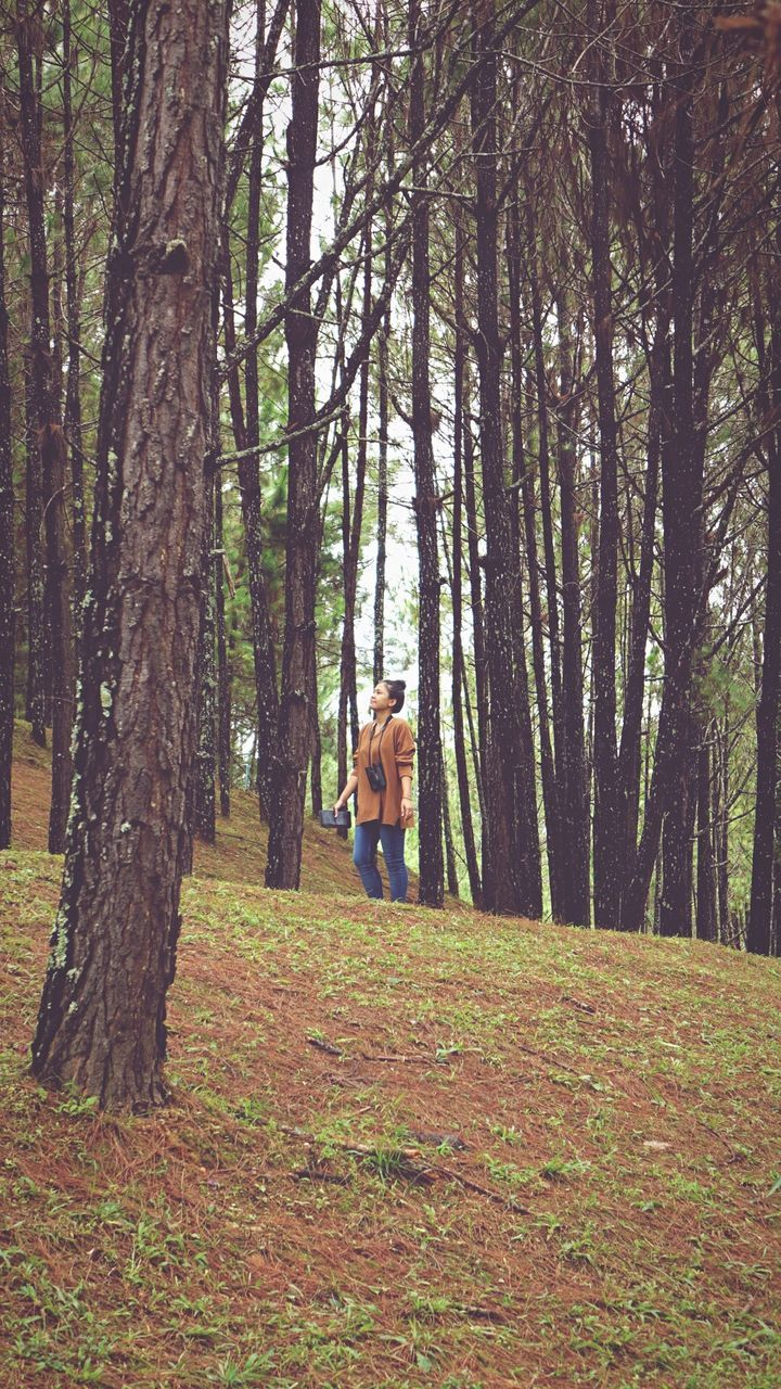 forest, real people, tree, one person, leisure activity, full length, nature, lifestyles, standing, young adult, day, tree trunk, young women, outdoors, women, autumn, beauty in nature, scenics, adult, people