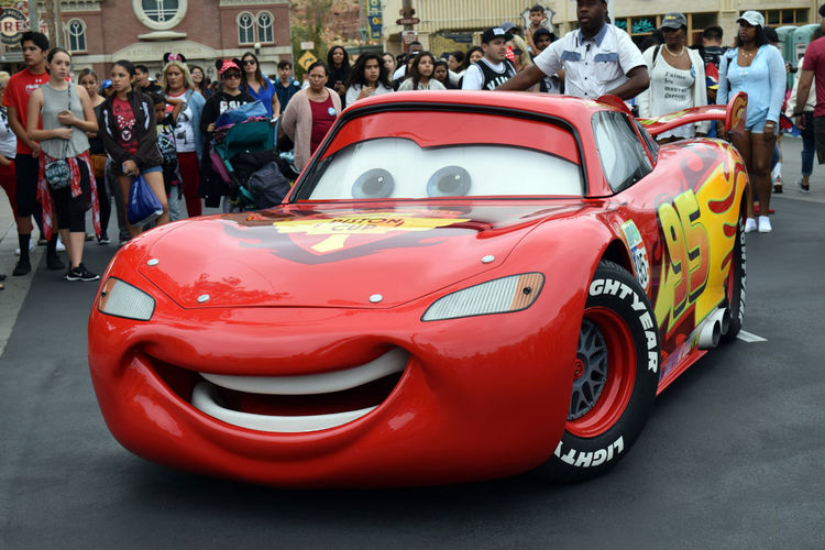Lighting McQueen striking pose Animation Big Crowd Car Car Land Disneyland Favorite Character Lighting McQueen! (last Night)  Perfect Pose Pixar - 25 Years Of Animation Radiator Springs Red With Yellow