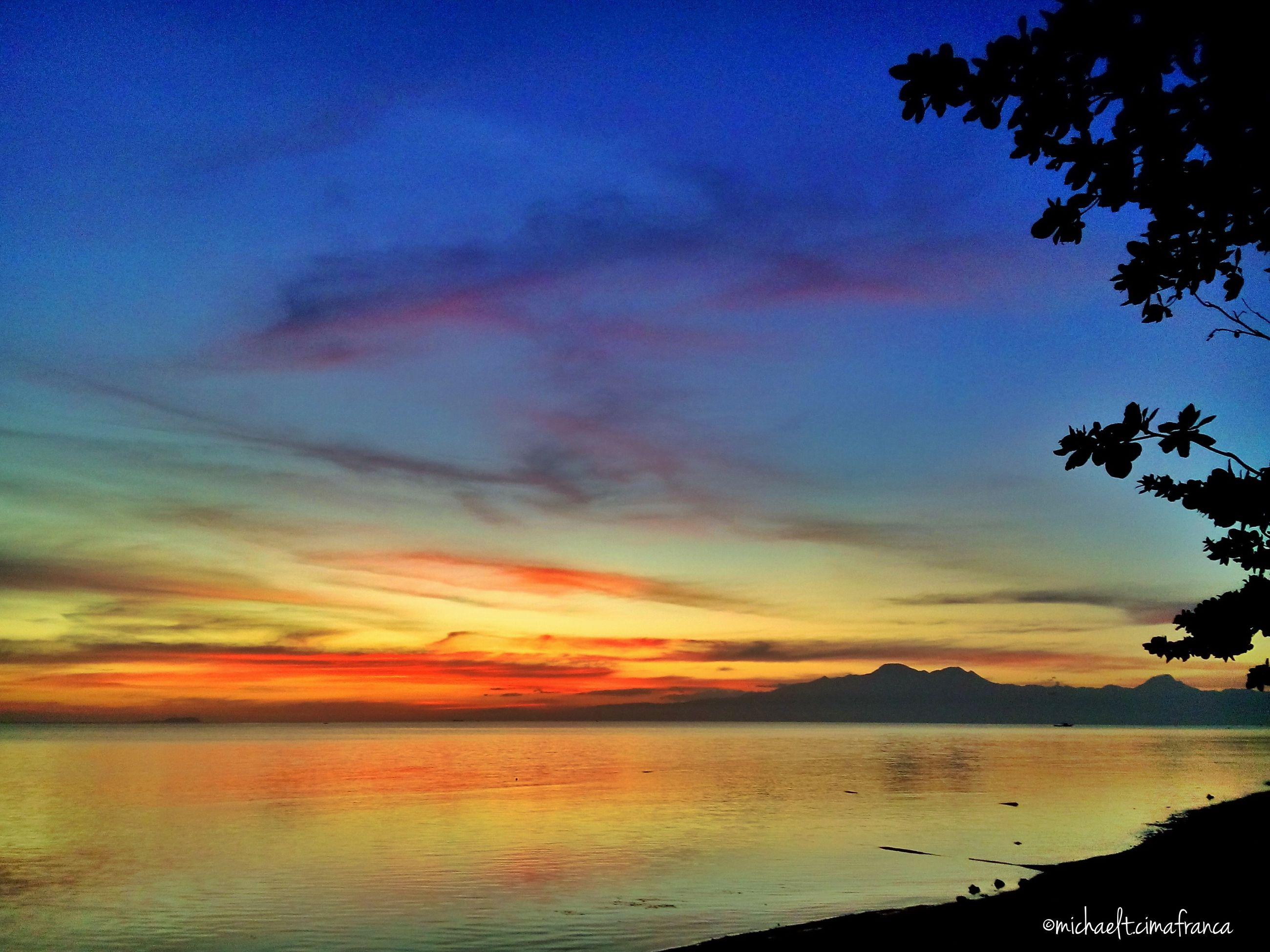 scenics, tranquil scene, sky, water, tranquility, beauty in nature, sunset, sea, cloud - sky, nature, idyllic, cloud, silhouette, mountain, lake, dusk, cloudy, calm, outdoors, non-urban scene