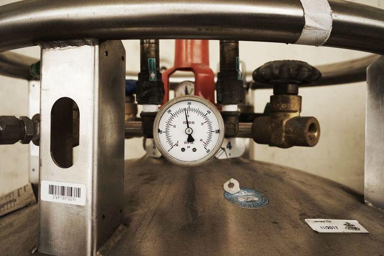 Pressure gauge on metal tank