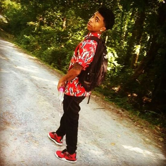 Walking To School  TeamJordan Throwback TeamFollowBack I was feeling good that day, I was so lit going to school 😁😏🍃