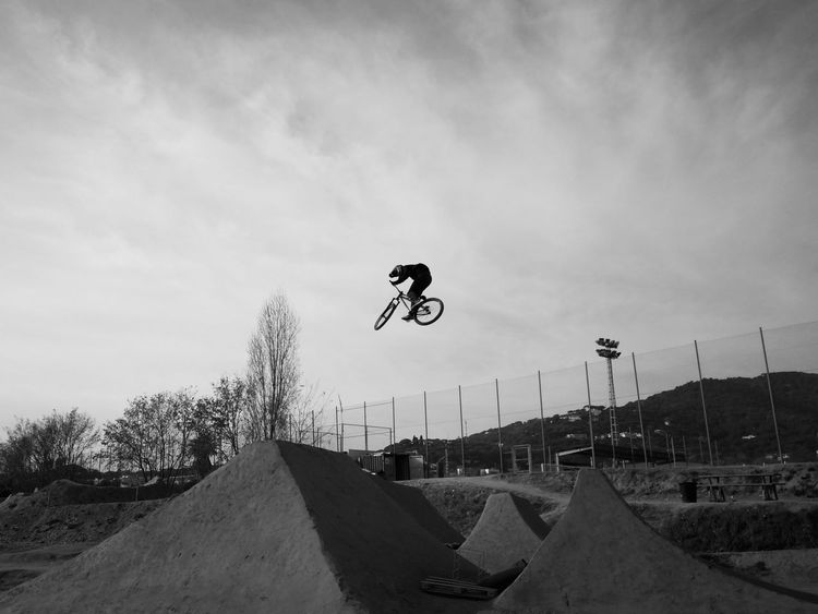 volare Dirt Campillo Bmx  Bike Bikepark Stunt RISK Skill  Jumping Sports Ramp Full Length One Person Skateboard Park Extreme Sports Leisure Activity Low Angle View Bicycle Sky Sport Motion Bmx Cycling Recreational Pursuit People Vitality Mid-air Nature Lifestyles Outdoors Adventure