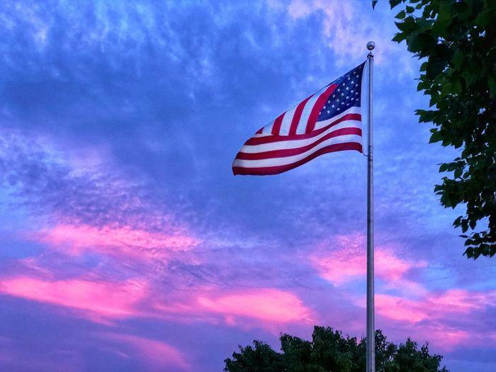 Sunset colors Stars And Stripes Iphonephotography IPhone Photography IPhoneography Sunset Cloud - Sky Tree Cloud - Sky Tree