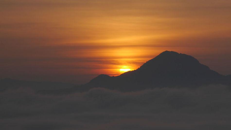 Beauty In Nature Idyllic Mountain Nature Scenics Sea Mist Sea Of Mist Sunrise Tranquil Scene Tranquility EyeEm Nature Lover EyeEmNewHere
