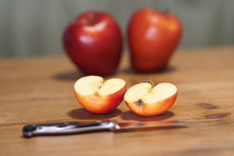 Healthy eating: apples Apple Natural Nature Platone Red Apple - Fruit Apples Biancaneve Close-up Food Food And Drink Freshness Fruit Fruits Health Healthy Healthy Eating Healthy Food Healthy Lifestyle Healthyfood Healthylife Healthyliving Indoors  No People