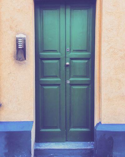 Dove mi PORTA? N•1 🚪🏠 Closed Door Green Color Green Doors Doorway Doorporn Doors Lover Doorsworldwide Doors And Windows Around The World Doorsonly Doortraits Travelling ✈ Italy MadeinItaly City Myitaly Walkingaroundthecity Walkingaroundthestreet Milano Milan