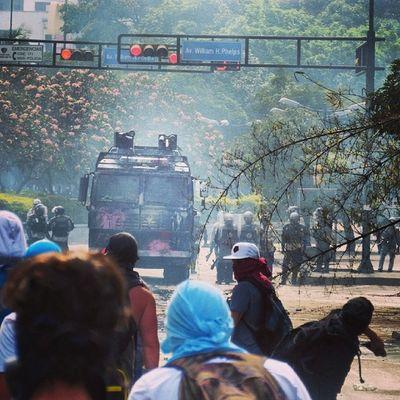 1M 1marzo Chacaito Venezuela sosvenezuela ResistenciaVzla sos laverdad estudiantes gobiernocorructo prayForVenezuela fuerza elquesecansapierde marcha guarimba estudiantes resistencia capuski laluchasigue gnb lacrimogenas calle