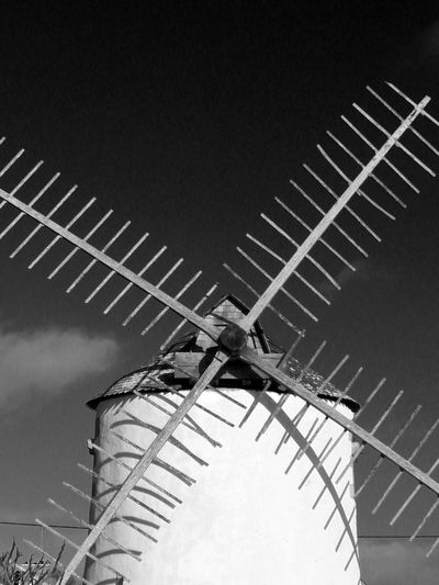 Contrasted BnW Brittany winter 2017 close up Blade Of Windmill Windmill Traditional Windmill Wood Vertical Photography No People Low Angle View France Photography France🇫🇷 Contrast And Light Black And White Photography Close-up In Erdeven