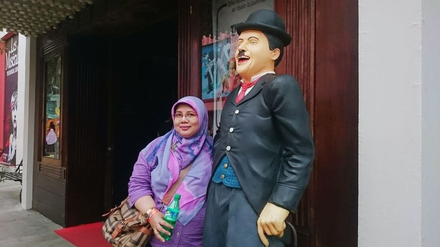 My mother and Caplin, she just smiled 😂 Holiday Memories Holiday Trip Mother Mymom Musiumangkut Museum