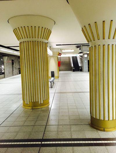 Guten Morgen Frankfurt Architecturelovers Notes From The Underground IPhoneography Frankfurt City  Frankfurt Am Main Frankfurt's Life Ubahn Ubahn Frankfurt U-Bahnstation Bockenheimer Warte Ubahn Bockenheim Architectural Detail Gold Colors Showcase: January