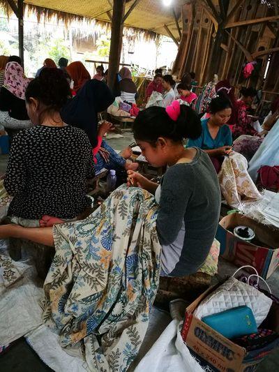 BatikIndonesia Batikpekalongan Pekalongan Batik Craftsmen People And Places People Tradisional Art Tradisional Clothing