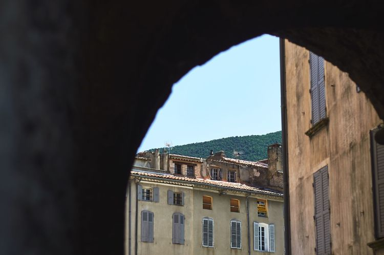 """Porte Saint-Jacques"" Architecture Arch Built Structure Building Exterior Window Day No People Clear Sky Low Angle View Outdoors Sky Provence Occitanie NOMAD EyeEm Best Shots EyeEmNewHere From My Point Of View The Week On EyeEm EyeEm Gallery Door Nyons"