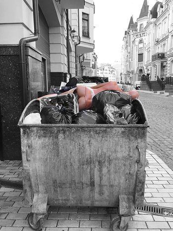 City Day City Life Building Exterior Outdoors No People Dummy Trashcan Trash Streetphotography Street Kiev Kievblog Vozdvizhenka Kiev Ukraine Embrace Urban Life Resist