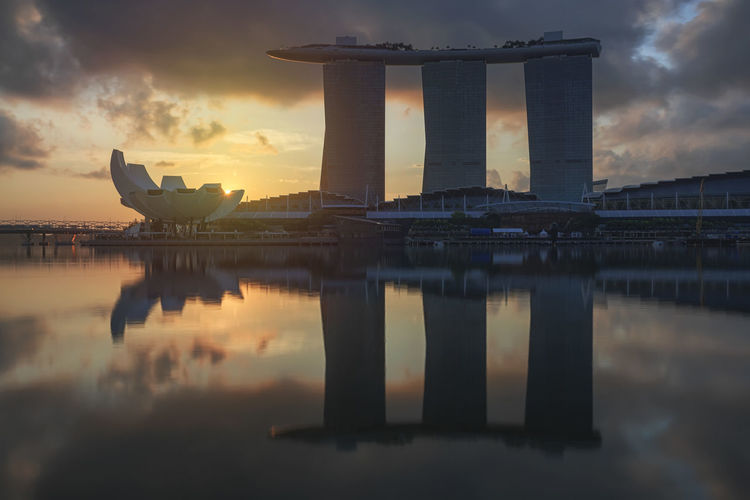 Sunrise in Singapore with a beautiful view of the Marina Bay Sands, Modern Art Museum and other iconic buildings Singapore Marina Bay Sands Merlion Haji Lane, Singapore Arab Street Cityscape Modern Art Museum Buddah Tooth Relic Temple