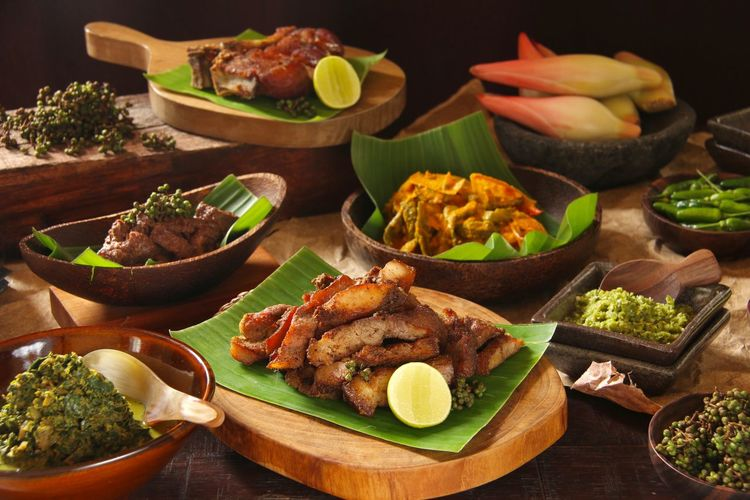 Feast in Traditional Batak Cuisine Food Photography Indonesian Food INDONESIA North Sumatera Medan Batak  Feast Traditional Food Gathering Lunch Cassava Leaf Carp Fish Pork Stew Pork Chop Roast Pork Food Food And Drink Freshness Meat Table Ready-to-eat Indoors  No People
