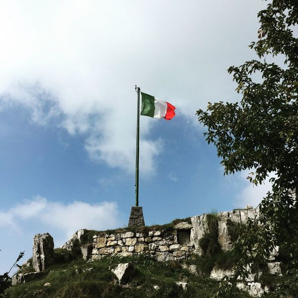 Flag Italian Flag Bandiera Valle Imagna Resegone Nuvole Clouds Clouds And Sky Cloudscape Clouds Collection Trekking Nature Love Trekking Nature View Nature Landscape Landscape_photography Mountains Mountain Peak Mountains And Sky Nature Photography Mountain View Paesaggio
