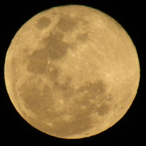Y brillas, brillas tan lindo... Moon Fullmoon Tonight'sMoon Tonight❤ Moonlover Moonlight Moonphotography Moonporn Moon_awards Moonlight ♥