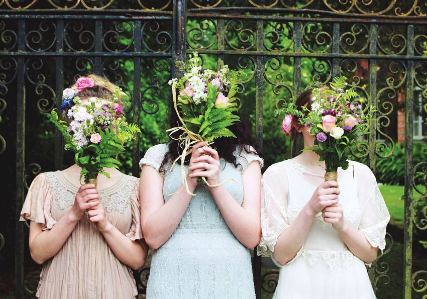 Candid Nature Sunny Dress Bridesmaids Bridesmaid Bouquet Flowers Pretty Girls Bright VSCO Enjoying Life Taking Photos