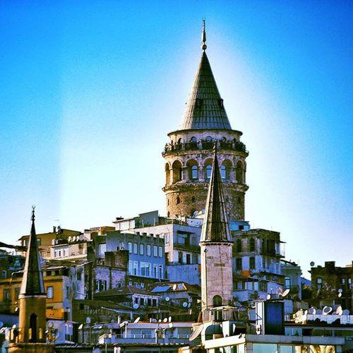 ... Bakın dedim bakın gökyüzü nasıl eskimemiş Bir de şu martılara bakın nasıl alıngan martılar İstanbul'da en ince minarede Beş tane gözüm vardı mavi... Cemalsureya Oneistanbul Hayatakarken Allshotturkey Ig_profesyonel Myphototime Aniyakala Hayatkareleri Fotografsanati Istanbul Istanbuldayasam Objektifimdenyansıyanlar Fotografheryerde Objektifimden Vscocu Bugununkaresi Foto_turkey Instagram_turkey Photooftheday Nikon Sizinkareniz Benimkadrajim Turkey Bestoftheday Bendenbirkar anlatistanbulmycaptureigtagramhayatandanibarettirclupofthepho
