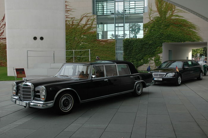 Mercedes 600 Pullmann Architecture Building Exterior Car Chauffeur Chauffeur Car City Day Guidon Land Vehicle Mercedes Mercedes 600 Mode Of Transport No People Outdoors Pullman Standard Stationary Stretchlimo Transportation