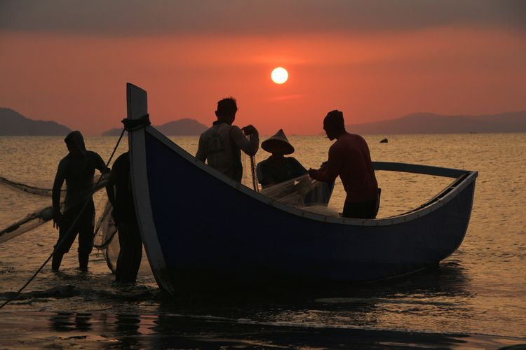 the Fisherman Aceh INDONESIA Fish Aceh Culture Photography Nautical Vessel Water Sunset Sea Sky Surfboard Fishing Rod Shore Fisherman Fishing Net Wave Surfing Silhouette Rushing Commercial Fishing Net Kiteboarding Windsurfing Water Sport Fishing Boat Fishing Industry Fishing Tackle Trawler Fishing Fish Market Fishing Equipment
