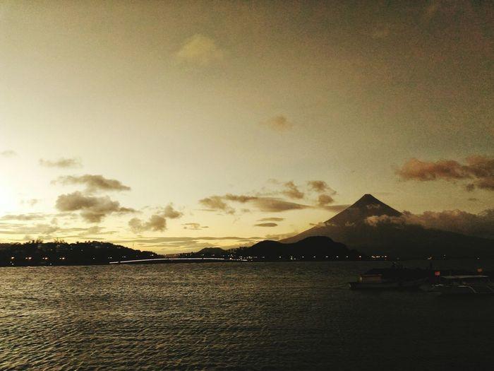 Sundown. Sunset Sundown Mayon Volcano Philippines Mayonvolcano Mayon Volcano Bicol Volcano Legazpi Legazpi City Albay Albay,bicol It's More Fun In The Philippines Eyeem Philippines Philippines