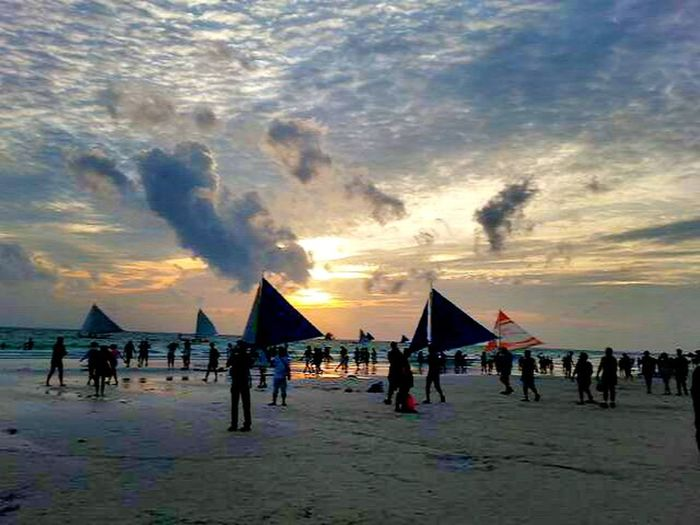 Enjoying Life Sailing Boats Beach Waves Beach Walk At Sunset Sky And Clouds Beautiful Landscapes Traveling The World Boracay Philippines Hello World Beach View