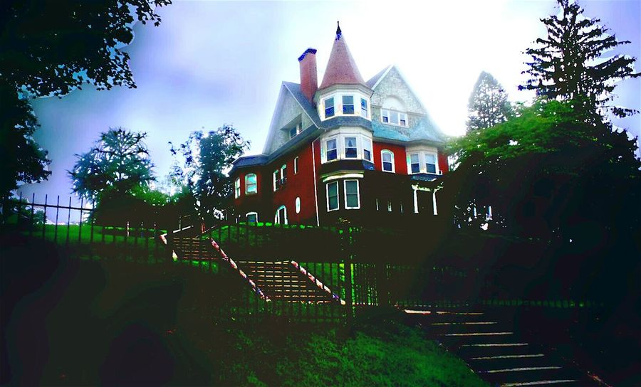 Creative Light And Shadow Architecture The House On The Hill Eyeem Architecture Lover Victorian Architecture Hidden Beauty Sites Seen On Road Trip Beautiful View From A Moving Vehicle EyeEm Gallery People And Places Pennsylvania Eyeem Market Scenics Tranquil Scene TakeoverContrast