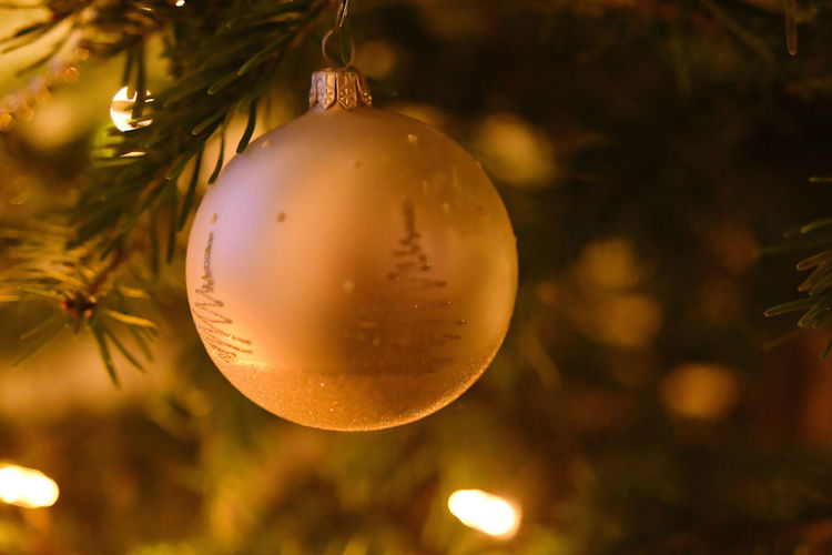 Dekoration Tree Weihnachten Weihnachtsbaum X-mas X-mas Decoration Celebration Christmas Christmas Decoration Christmas Decorations Christmas Lights Christmas Ornament Christmas Tree Close-up Decoration Focus On Foreground Gold Colored Hanging Holiday - Event Night No People Outdoors Shiny Tradition Tree