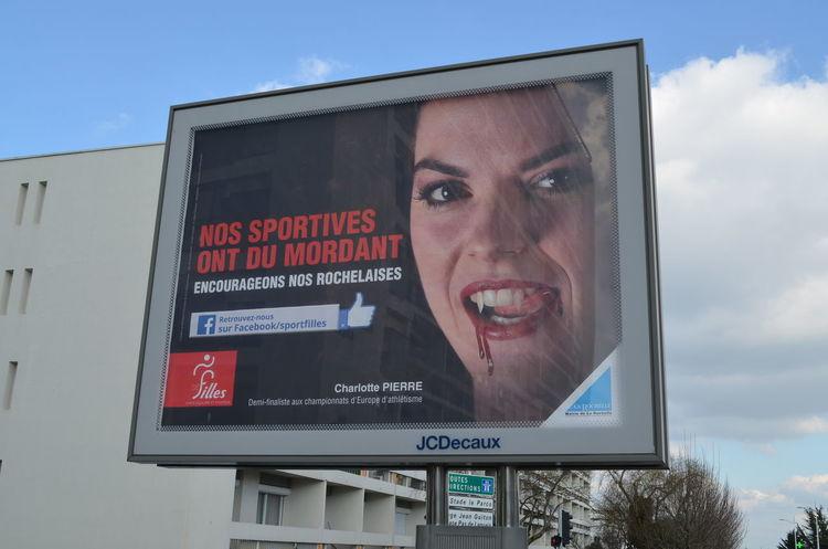 Une nouvelle campagne d'affichage pour le sport féminin fait polémique à La Rochelle. Source: http://www.sudouest.fr/2016/02/24/nouvelle-campagne-d-affichage-des-sportives-a-la-rochelle-qu-en-pensez-vous-2282861-1391.php 4/3 4x3 Affichage Affiche Affiches Communication Féminisme La Rochelle Pub Publicité  Sport