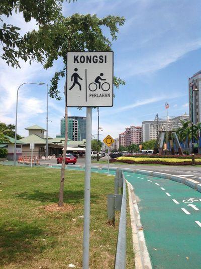 Malaysia,Kota Kinabalu 🚲🚗👭