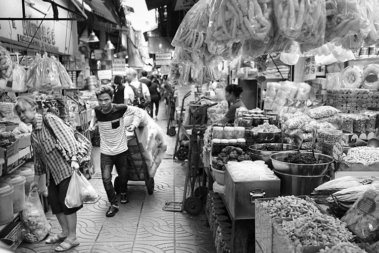 Traditional Market Lifestyles Street Retail  Street Market Chinatown Metropolis Metropolitan Urban Landscape Streetphotography Street Photography Street Life Bangkok Thailand CarlZeiss Monochrome Photography