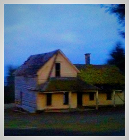 Building Exterior Built Structure Architecture Abandoned House Haunted House Nobodys Home Spooky House Silence Streamzoofamily Scenics Willamette Valley Pacific Northwest  Outdoor Photography Abandoned_junkies EyeEm Gallery Cellphone Photography Landscape Haunted Places Creepy House Rickety Falling Apart Old Homestead Uniqueness Adapted To The City EyeEmNewHere Lieblingsteil