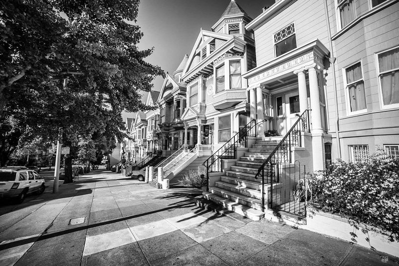 Building Exterior Tree Outdoors Architecture City Built Structure Day No People Sky San Francisco Home Black And White Photography États-Unis Victorian Love Vintage Photo Architecture City Life City Street Life Photographer Phootshoot