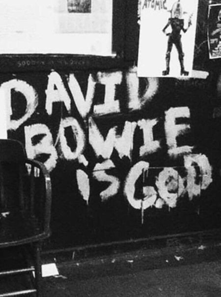 """Aber etwas fehlt!"" (Bertolt Brecht) ❤ Not My Pic Happy Birthday! 70 Missing You David Bowie Can't Live Without The Best ❤ Nostalgia Wall David Bowie Is God Love ♥ Love Love It"