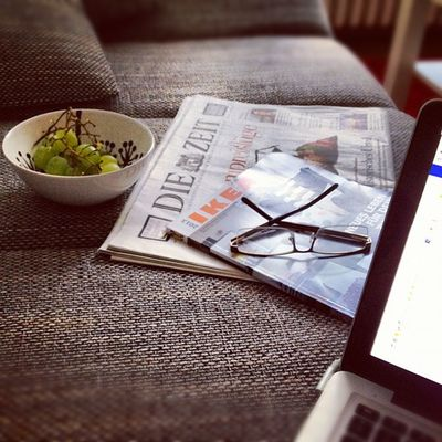 Feierabend #feierabend #couch #brille #reading #callitaday #closingtime #finishing #relax #glasses #evening #chillout #grapes #instamood #igersnrw #nrw #rheydt Grapes Chillout Instamood Igersnrw Rheydt Callitaday Closingtime Brille Feierabend Couch Reading Evening Relax Glasses Finishing NRW