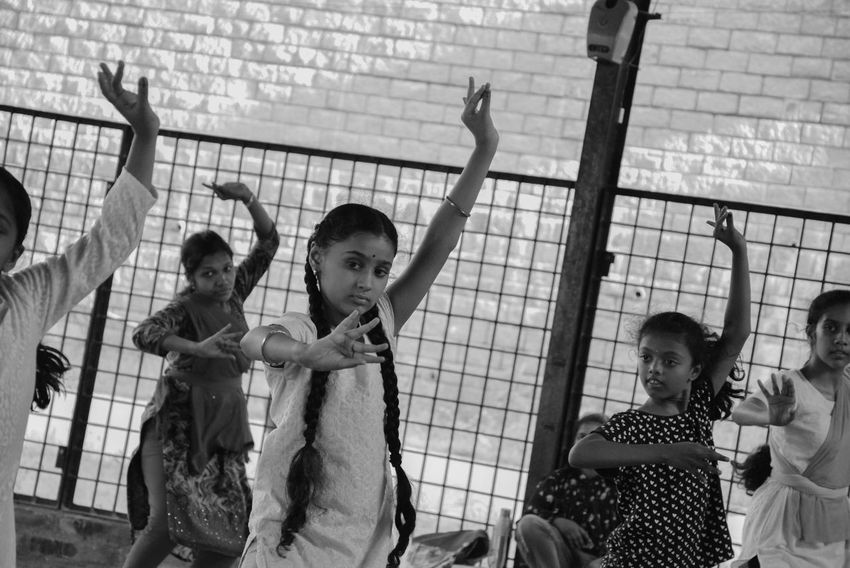 Fun Friendship Childhood Girls Happiness Amusement Park Child Smiling Outdoors People Day Adult Dancing Classical Concert Classical Beauty Bharatanatyam Bharatnatyam Classical Dance Bharata Natyam Classical Dance Classic Style Love To Take Photos ❤