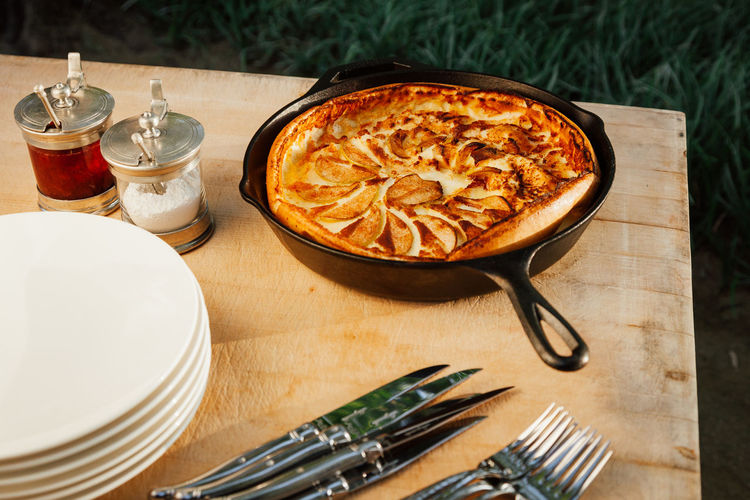 Breakfast apple dutch pancake. Apple Baked Goods Breakfast Cuisine Family Meal Meal Morning Rustic Bakery Brunch Butcher Block Cast Iron Delicious Eat Food Food And Drink Fresh Kitchen Utensil No People Pastry Setting Still Life Sunshine Table Temptation