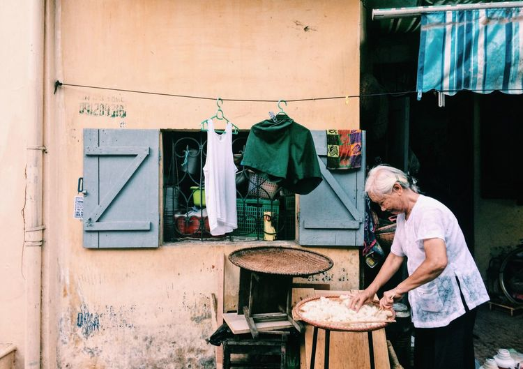If you come to Vietnam, you will find that people Vietnam very friendly and easy of approach. Not fastidious 👵🖐🇻🇳—————— If you like my photos, please follow my EyeEm 😊 Working Small Business Occupation Casual Clothing One Person Real People Day Outdoors People House Old Woman Food Onlyvietnam Yellow OldButGold Check This Out First Eyeem Photo Eye4photography  EyeEm Best Shots EyeEm Gallery EyeEmNewHere my English not very good, so hope you understand😅 The Portraitist - 2017 EyeEm Awards VNhuman The Week On EyeEm