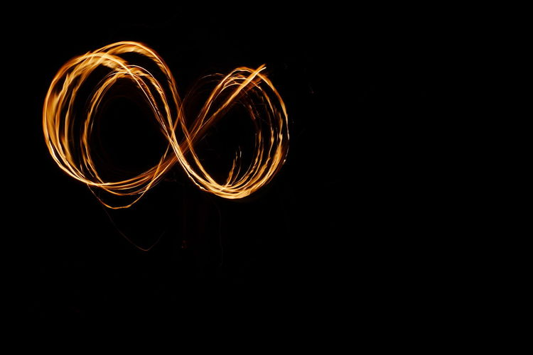 Infinity, fire. Lightpaintingphotography Fire Painting Dark And Fire Fuego 🔥 Flames Flames & Fire Burning Lightpainting Fire Burn Fuego Hot Flamed Outdoors Glowing Embers Photography In Motion No People Infinity Infinity ∞ Infinity Loop