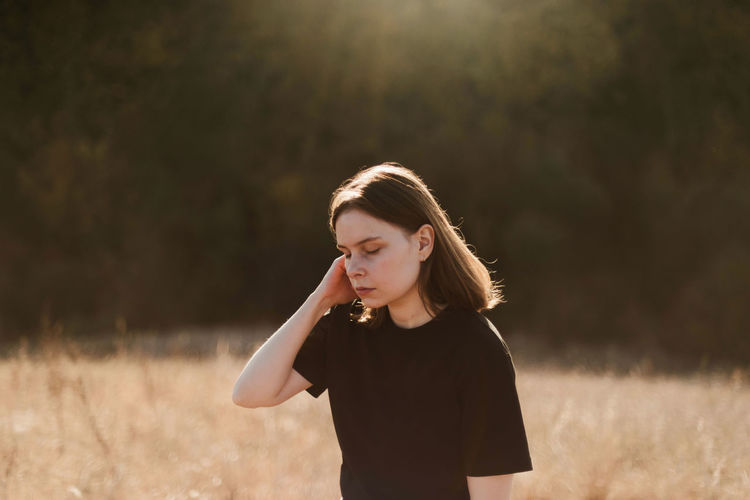 Beautiful portrait of a young stylish woman on a sunny day in autumn