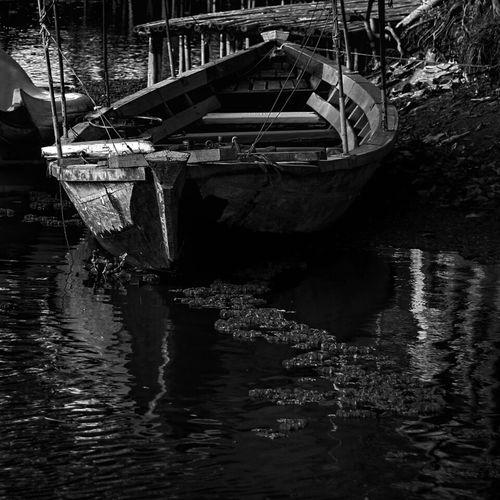 Blackandwhite Boat Dark Monochrome Streetphoto_bw