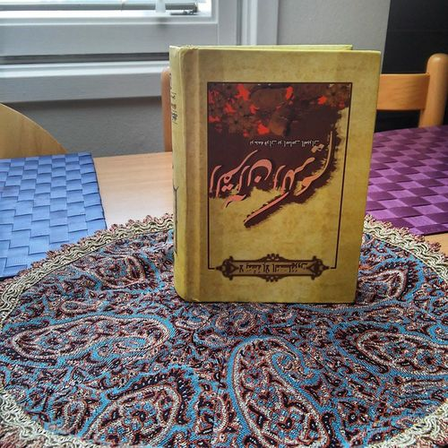 Los iranies nos dejaron de obsequio un tapete y el Coran....ademas de una exquisita torta de chocolate en la nevera...hermosos detalles. Culture Gift Friends . ☺